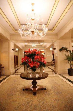 The Ritz-Carlton, Istanbul: 落ち着いたゴージャスなロビー