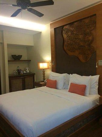 Crimson Resort and Spa, Mactan: the bed
