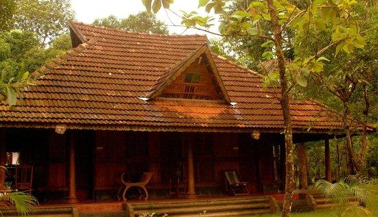 Linger, Palathra Heritage Mararikulam : The Wooden Cottage!
