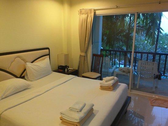 Lamai Buri Resort: Уютный, чистый номер.