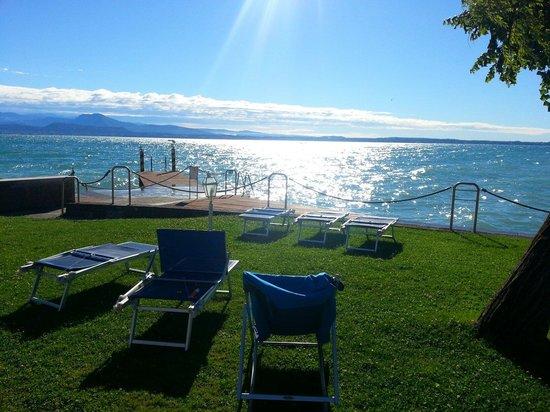 Hotel Fonte Boiola: Parziale del gran prato vista-Lago