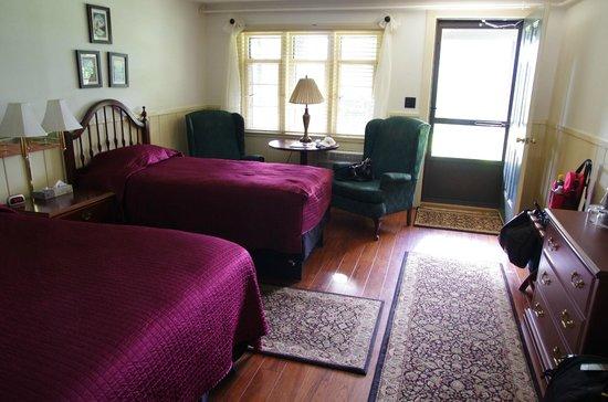 The Stonehurst Manor : room