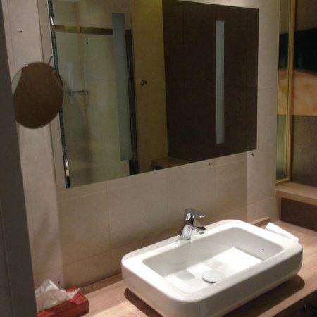 Hôtel Le B d'Arcachon : Salle de douche