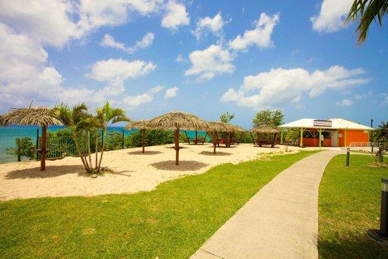Karibea Resort Sainte Luce Amyris : Snack Bar les pieds dans le sable du Karibea Resort Sainte Luce hôtel Amyris