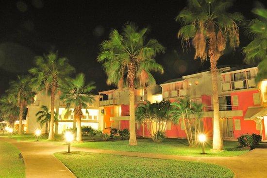 Karibea Resort Sainte Luce Amyris : vue de nuit du Karibea Resort Sainte Luce hôtel Amyris
