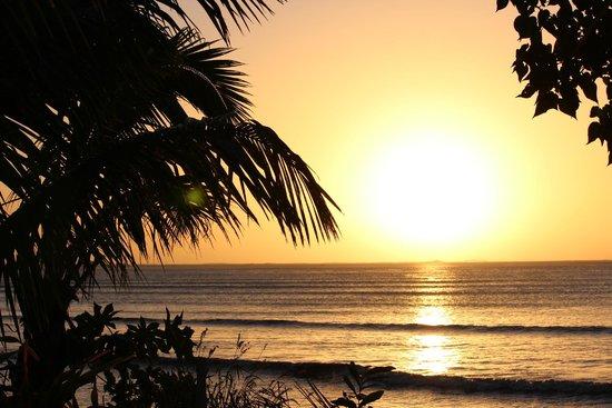 Bedarra Beach Inn: Sunset over the Pacific