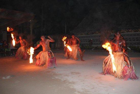 Bedarra Beach Inn: Flame dance at Robinson Crusoe Island - Must see
