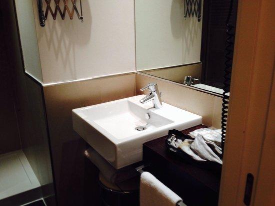 Allegroitalia Espresso Bologna: Bathroom in room#224