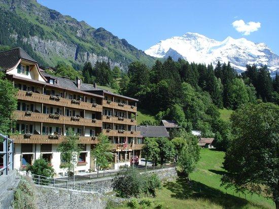 Hotel Alpenrose Wengen: Hotel Alpenrose exterior view.