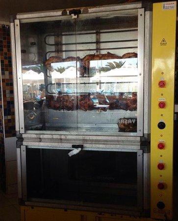 Granada Luxury Resort & Spa: Dirty chicken house