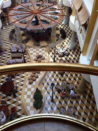 Granada Luxury Resort & Spa: Dirty elevator