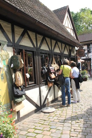 Handwerkerhof : the leather shop