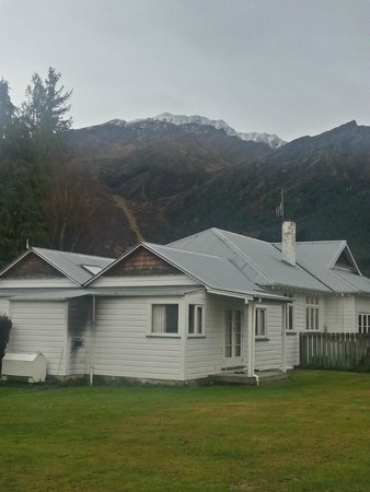 Willowbrook Country Apartments: Main House with Coronet Peak Above