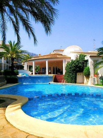 Ona Ogisaka Garden : Piscina * Swimming pool