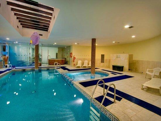 Ona Ogisaka Garden : Piscina interior * Indoor pool