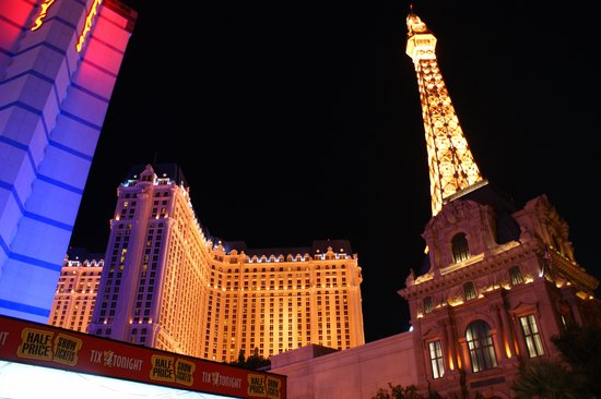 Paris Las Vegas: 夜は素晴らしく綺麗!