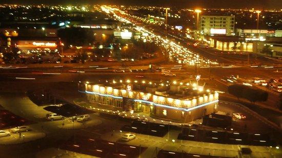 Radisson Blu Hotel, Doha: Blick aus dem enster nach Sonnenuntergang
