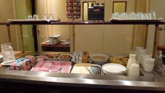 Hotel Saint Petersbourg : breakfast