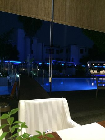 Anemi Hotel Apartments: на ужине(вид из ресторана)