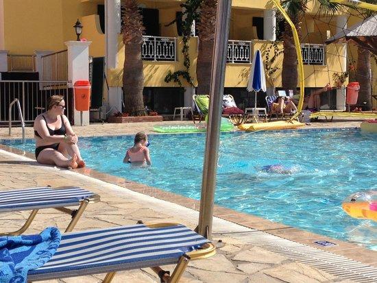 Caretta Beach Hotel: Basseng