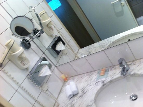 K+K Hotel Fenix : Nice Bathroom