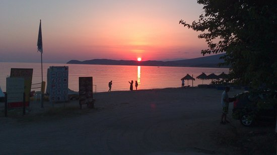 Atrium Hotel Thassos: sunset in front of the hotel