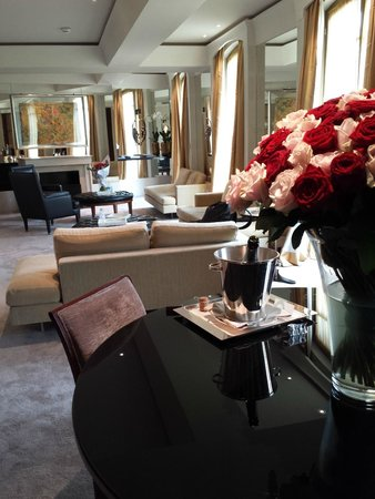 Park Hyatt Paris - Vendome: Living area of our room. Beautifully decorated and spacious.