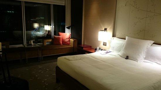 Conrad Tokyo: キングサイズベッドルーム