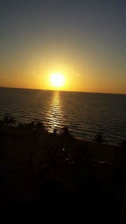 Sonesta Fort Lauderdale Beach: sunrise from our room