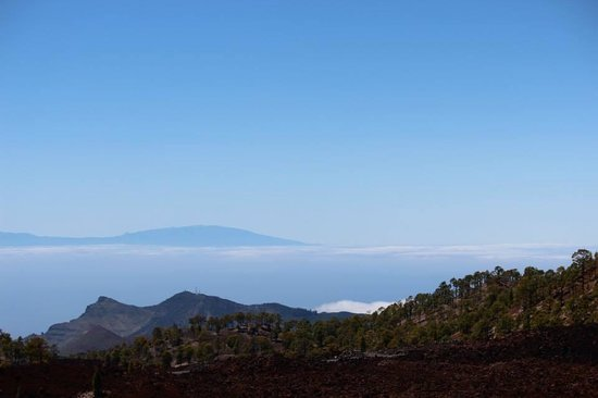 Volcan El Teide : Standing above the clouds, looking at the tips of two neighboring islands also above the sky. Th