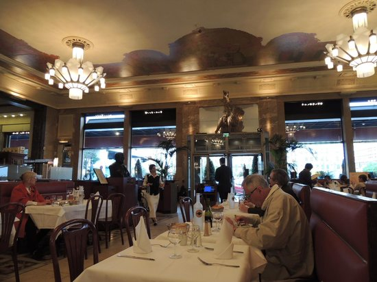 Brasserie Georges : アールデコの内装です