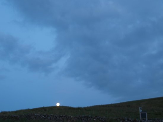 Keld Bunkbarn: View of moon at Keld