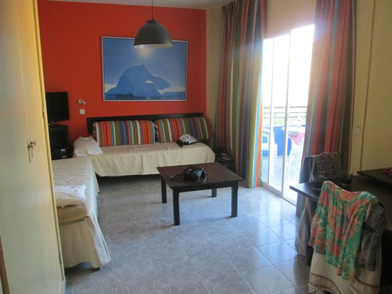 Sol Lunamar Apartments: Room