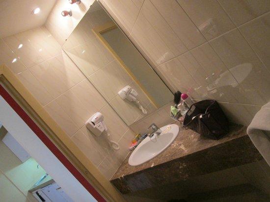 Sol Lunamar Apartments: Sink area