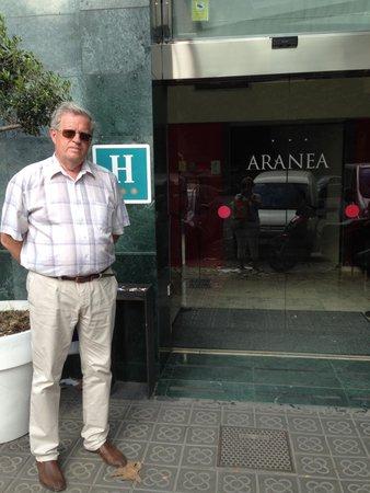 Hotel Aranea: Парадный вход