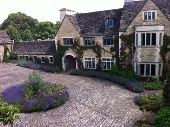 Whatley Manor Hotel & Spa: Polished courtyard