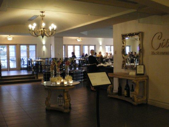 Grand Hotel & Suites: Rechts die Bar mit restaurant