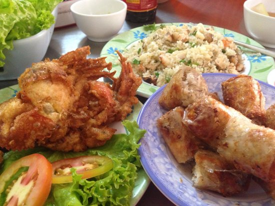 Quan Thuy: Crab rice, crab roll and fried soft shell