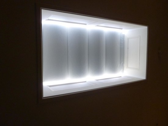 54 Boutique Hotel : Skylight above bed (Screen closed)