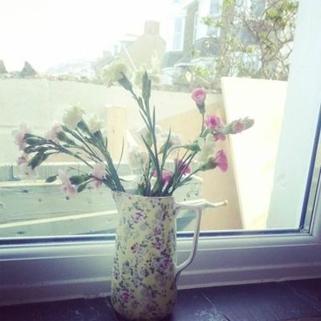 Little Bo Cafe: Hand-picked Flowers