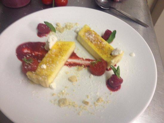 The White Hart Hotel Restaurant: Lemon tart