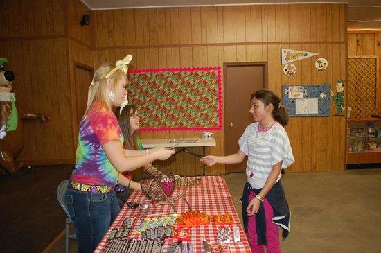Yogi Bear's Jellystone Park at Natural Bridge: Candy Bar Bingo