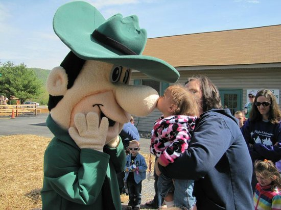 Yogi Bear's Jellystone Park at Natural Bridge: Even Ranger Smith gets kisses!