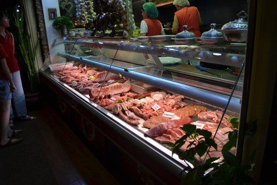 Restoran Brajlovic: bancone della carne