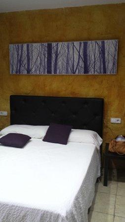 Hotel Restaurant Mas Palou: habitación sin ventanas ni extractor