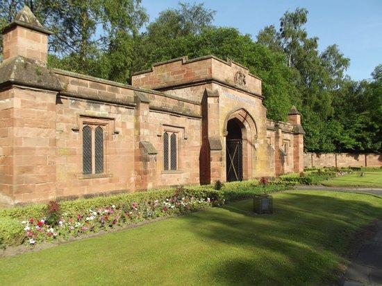 Bothwell Castle Golf Club: Main Entrance