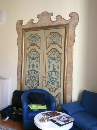 Maison Tofani: Ornate door of junior suite