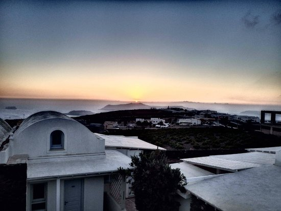 Orizontes Hotel & Villas : Sunset from pool terrace