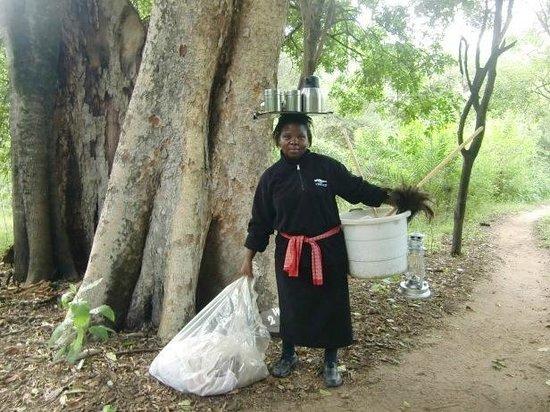 Stone Camp in Mkhaya Game Reserve: Schoonmaakster van Stone Camp, april 2014