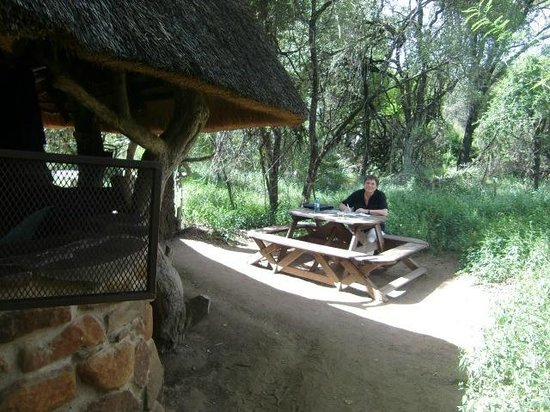 "Stone Camp in Mkhaya Game Reserve: De ""tuin"" van Cottage nr. 5, april 2014"